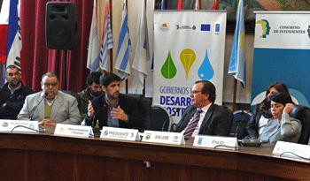 Santiago Soto con representantes de los gobiernos locales