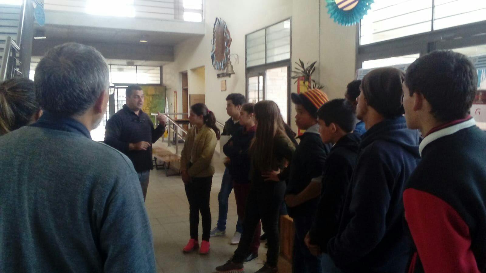 Estudiantes de Cerro Pelado reciben orientación