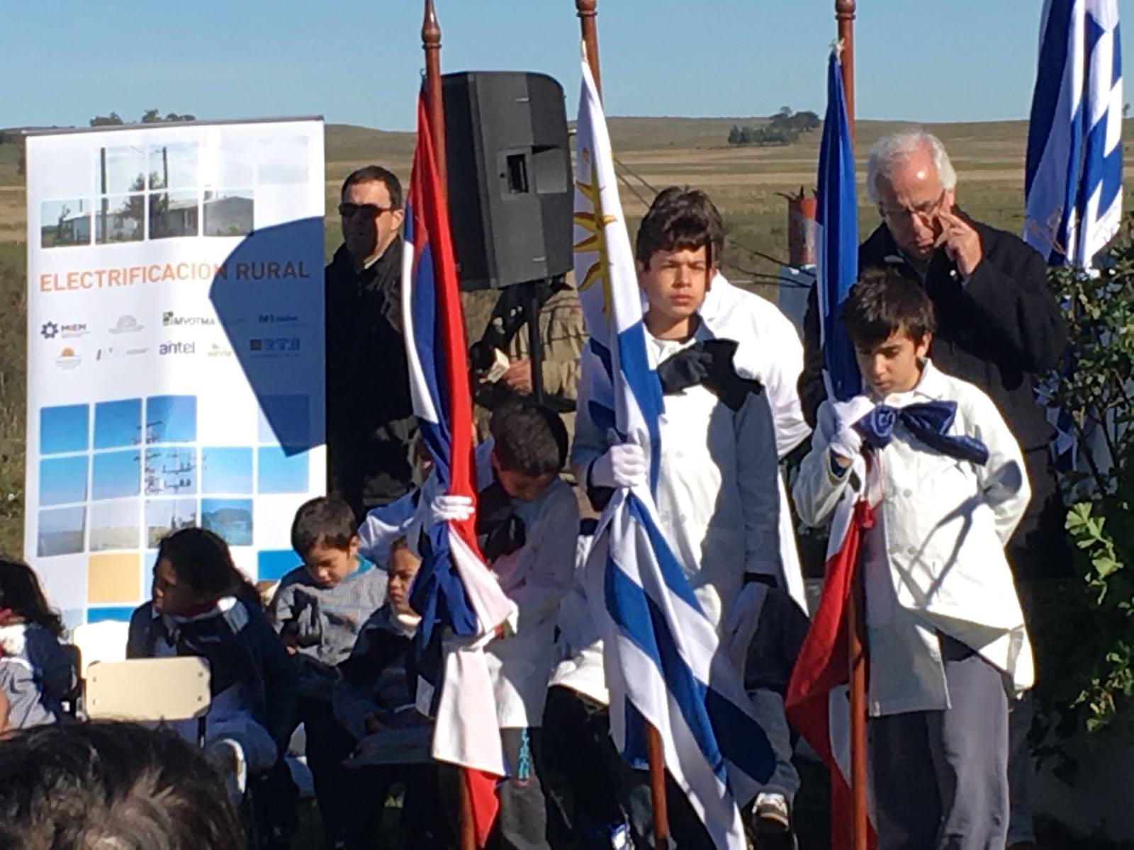 Inauguración electrificación rural en Artigas