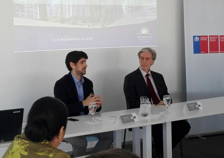 Subdirector de la OPP, Santiago Soto, y el Encargado de Negocios de la Embajada de Chile, Eugenio del Solar Silva