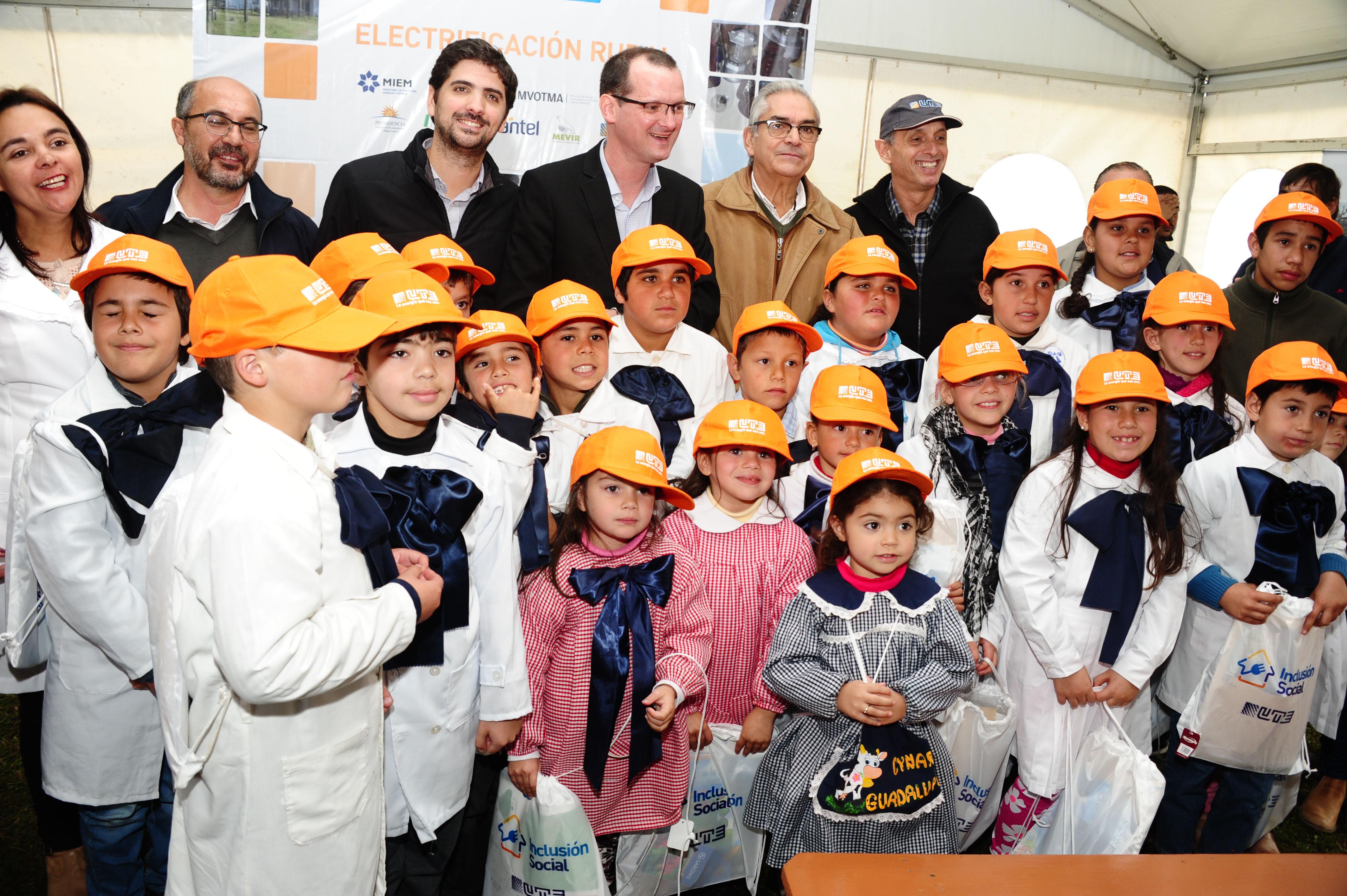 Alumnos de la escuela 94 con autoridades nacionales