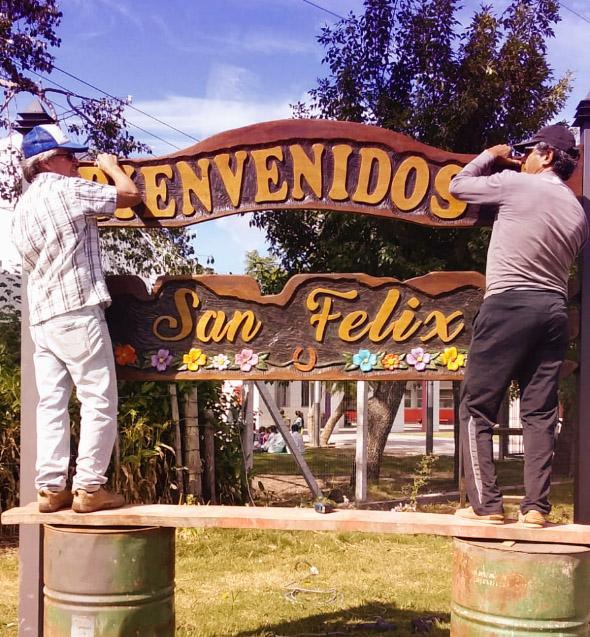 Cartel de bienvenida en San Felix